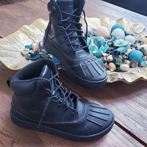 Nike ACG black youth boots